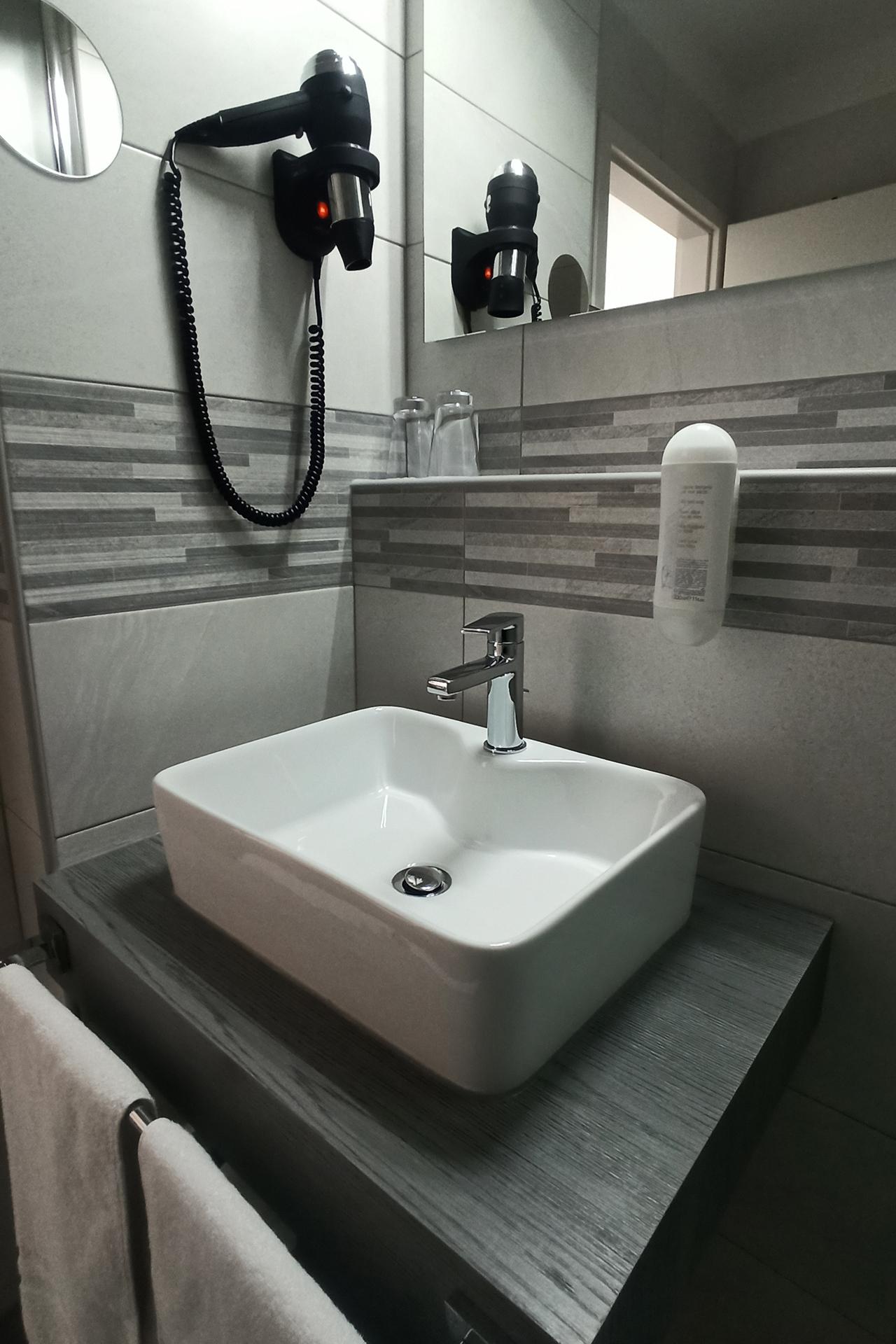 Hotel Arcis DZ Dusche 2